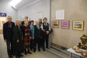 Ветераны на фоне выставки Адольфа Бёхлиха