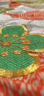 Фрагмент свадебного утикакэ (тканый рисунок, вышивка, роспись)